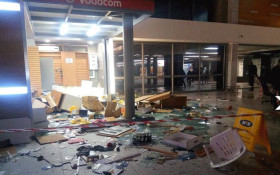 Commuters loot shops after being stranded at Cape Town station