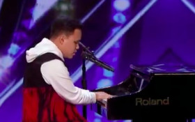 [VIDEO] America's Got Talent's blind singer with autism blows audience away