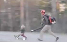 [WATCH] A leaf blower can finally be used for something