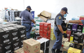 [PICS] Suspects busted with over 300 boxes of booze in Parow