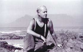 Pieter Dirk Uys in The echo of a Noise