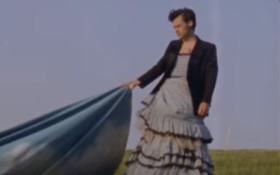 [PHOTOS] Pop star Harry Styles in dress for Vogue challenges gender stereotypes