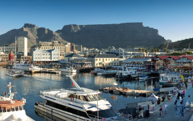 Shoppers evacuate as fire breaks out at V&A Waterfront in Cape Town