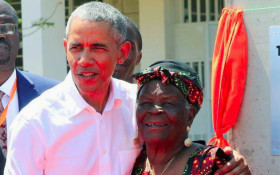 [WATCH] Barack boogies with his grandma in Kenya
