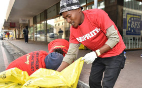 Thousands lend helping hand on #MandelaDay