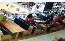 [WATCH] Family snags handbag at local Cape Town eatery in nimble ruse