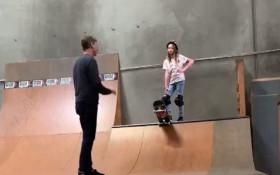 [WATCH] Legendary skateboarder Tony Hawk teaches daughter how to skateboard