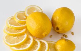[WATCH] Little girl thinks she likes lemon juice until bitter taste hits her