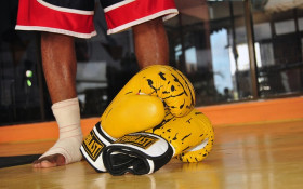 Darren Pranks former boxer to take down his lapa