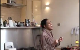 [WATCH] Impromptu singing by mom, daughter and dog has social media in stitches