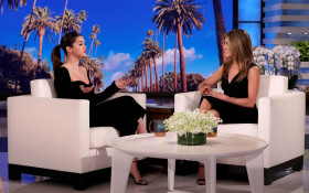 Selena Gomez totally fan-girls Jennifer Aniston