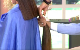 [WATCH] Woman faints after hairdresser cuts 12-inch hair without telling her