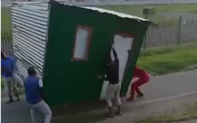 [WATCH] Thieves running off with a shack has Twitter puzzled
