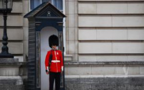 Dancing Guard Might Be Fired From Buckingham Palace