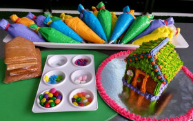 Bugz Playpark Holiday Gingerbread House Creations