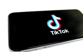 27岁的Tiktopter开放,在进入福彩36选7之前从不被吻