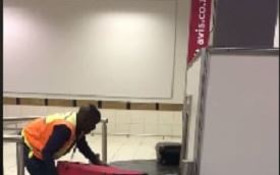 [WATCH] Baggage worker praised for doing a great job