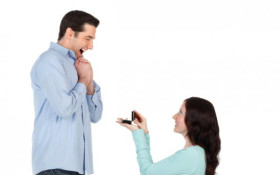 Would a guy say yes if his girlfriend proposed to him?