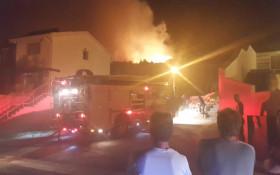 Fire rages over Vredehoek