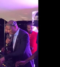 [WATCH] Julius Malema shows off his DJ'ing skill