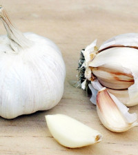 [WATCH] Remember the garlic peeling trick? A chef shows us how to do it
