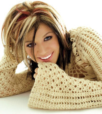 Kelly Clarkson wins first US Idols 2002