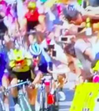 [WATCH] Tour de France rider smashes into spectator's cellphone