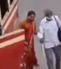 [WATCH] Heroic woman helps blind man board the bus in busy streets of India