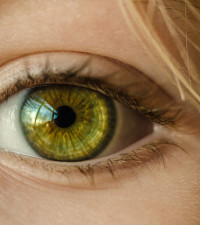 27 contact lenses removed from British woman's eye