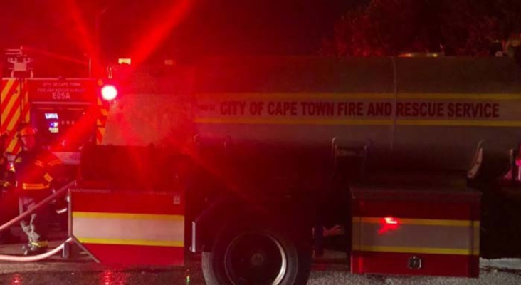 Firefighters struggle to contain Newlands Forest fire
