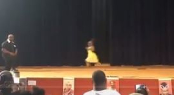 [WATCH] Dad dancing with daughter at school concert goes viral