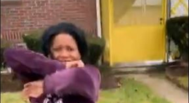 [WATCH] Mom gets  a touching Christmas gift, a surprise visit from her daughter