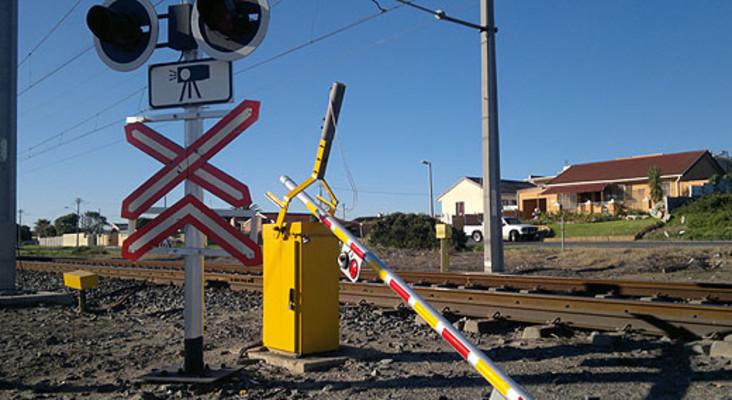 Metrorail: 'Level crossings do get damaged when motorists take chances'