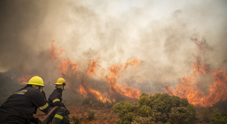 Far South blaze spreads towards Simon's Town
