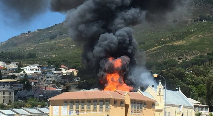 [VIDEO] Holy Cross Primary up in flames, firefighters on the scene