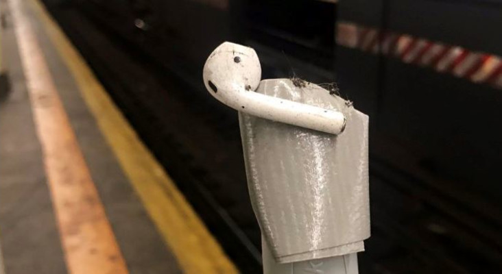 Woman finds creative way to rescue her Airpods from train tracks