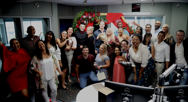 [WATCH] 10 couples, 10 proposals... 1 engagement ring!