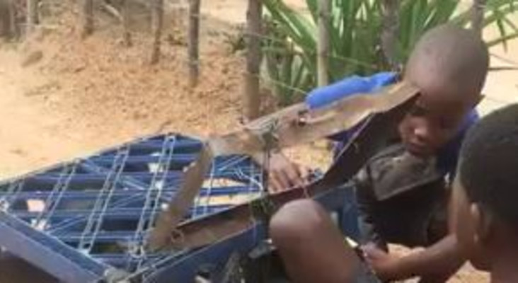 [WATCH] Genius boys creating wire car with working radio goes viral