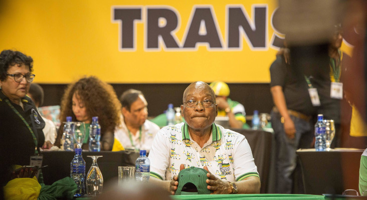 SA at political crossroads as nation awaits Zuma recall response