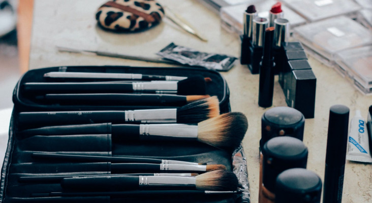 [LISTEN] The Flash Drive: BizBoost - Sweet Cheeks Makeup Artistry