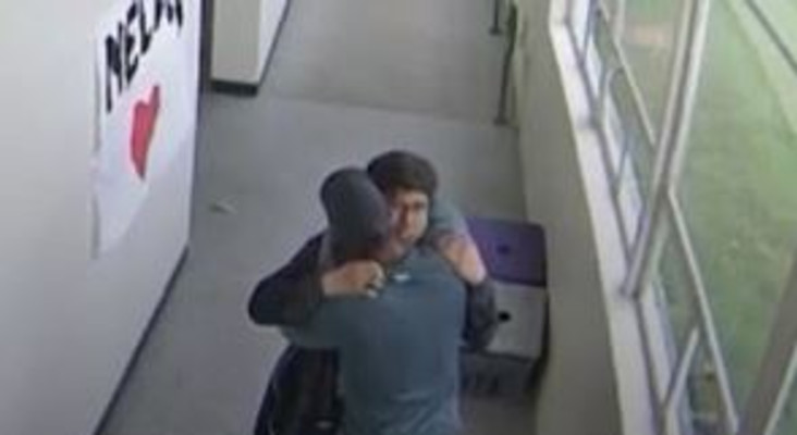 [WATCH] Oregon coach hugging student after disarming him of shotgun, goes viral