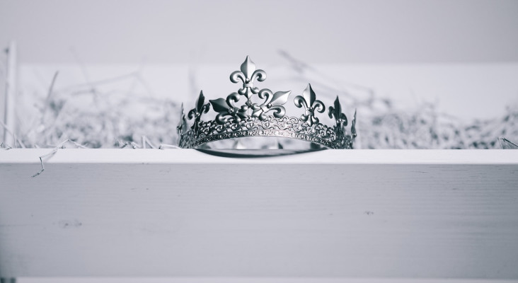Mrs Sri Lanka crown ripped from her head at the 2021 pageant
