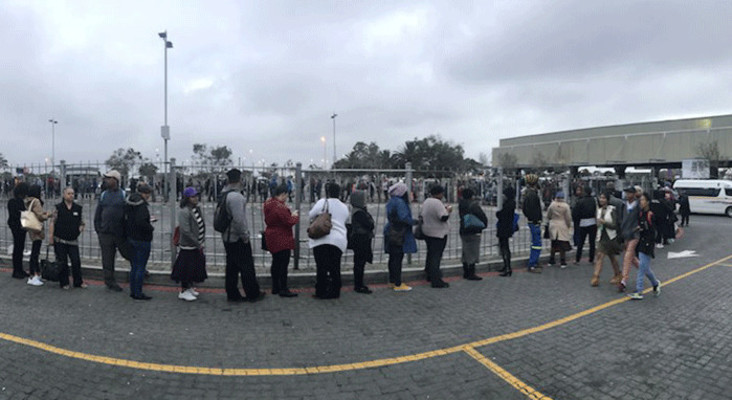 #BusStrike: Despondent commuters face long queues at taxi ranks