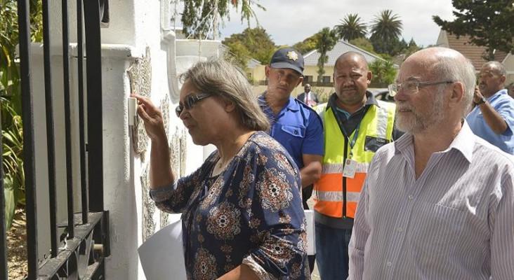 Eek! Cape Town Mayor Patricia de Lille goes door-to-door to scold water-wasters