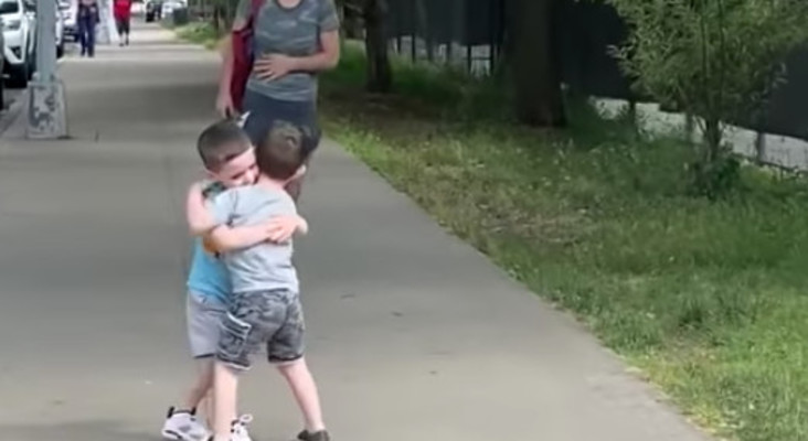 [WATCH] Best friends reuniting after COVID-19 quarantine is so adorable
