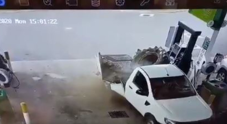 [VIDEO] Lucky escape as guy survives as truck tyre bursts