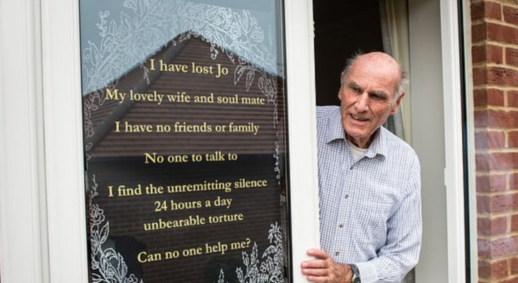 Widower puts a poster outside his house asking for friends after wife dies