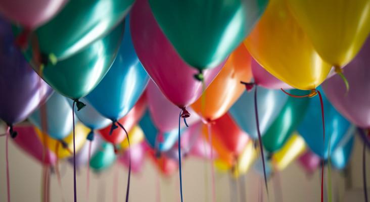 摇头头's Prank: Helium balloon voice disaster