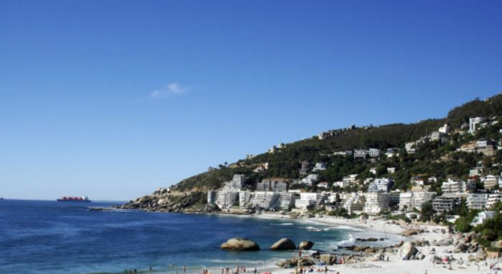 Stay out of the water: Swimmers warned of sewage spill on Clifton 1st Beach
