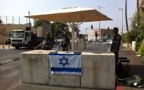 Israeli border policeman at entrance of Abu tor neighborhood in Jerusalem, occupied Palestine on 19 October 2015. Picture: @MickyRosenfeld/Twitter.